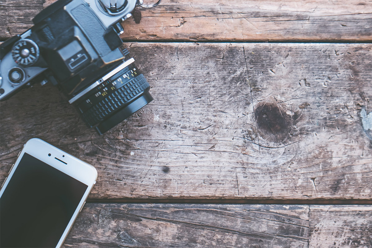 photography tips timber background with iphone and camera to the left